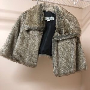 Cropped faux fur jacket with 3/4 sleeves